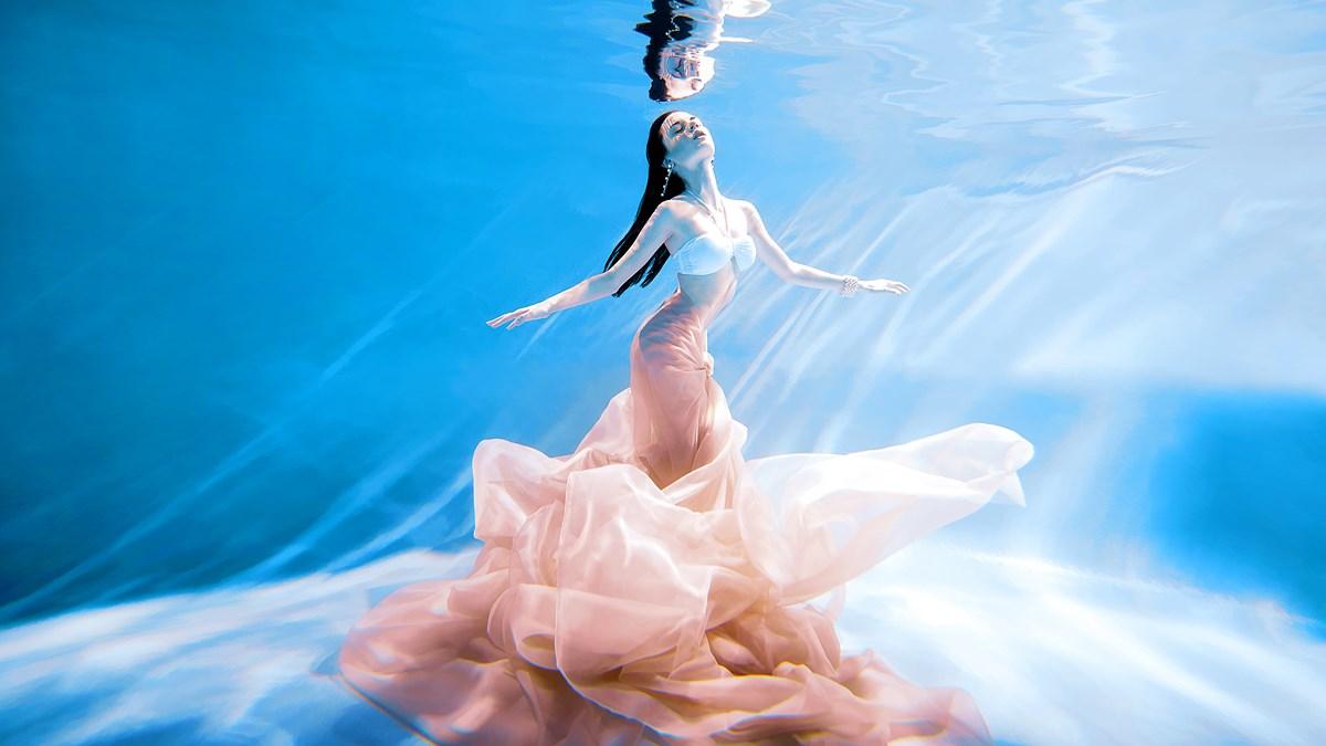 Подводная фотосессия москва модели элегантной одежды для работы